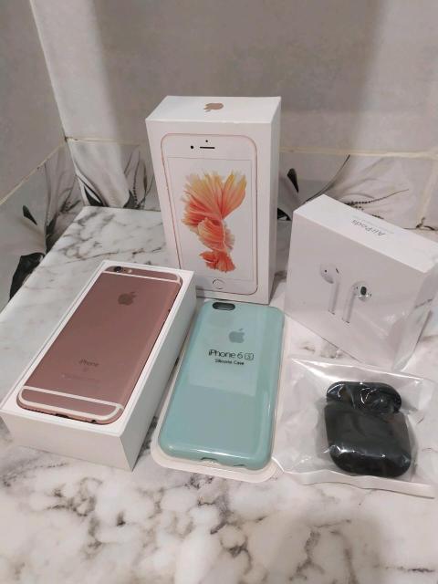 Срочно продаю Iphone 6 s rose gold 16 gb и airPods 2 реплика. В хорошем состоянии. Акб 100%. Комплект: коробка, USB новый, адаптер новый, чехол новый и стоит защитное стекло. Все работает, touch ID тоже. Без торга и обмена. Самовызов.