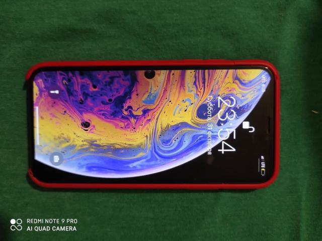 iPhone XS состояние АКБ: 86% Есть сзади трещины. В комплекте два чехла один из них оригинальный. Коробка.  Зарядник. Интересует обмен только на iPhone.