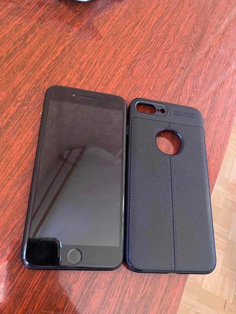 Продаю iPhone 7 Plus 128gb В хорошем состоянии Все работает Стоит стекло В комплекте родной зарядник и наушник Чехол Без коробки Обмен с вашей доплатой