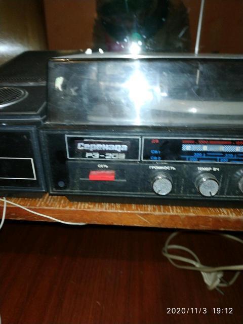 Проигрыватель пластинок, радиола Серенада Р3-209. Состояние неизвестное, скорее нерабочее. Дом быта.