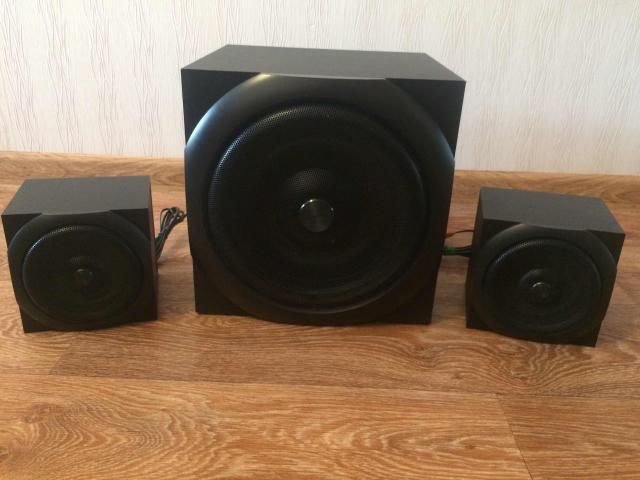 Продам в отличном состоянии аудиосистему 2.1 Thonet & Vander Dass. Не использовались, стояли для декорации. Мощность колонок 60 ватт, подходят для озвучивания фильмов, прослушивания музыки и компьютерных игр. Басы и верхние частоты регулируются.