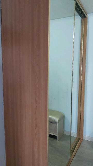 Продаю б/у шкаф 253х160х60 стоит в КПД до потолка, две двери с большими зеркалами, разобранный самовывоз.
