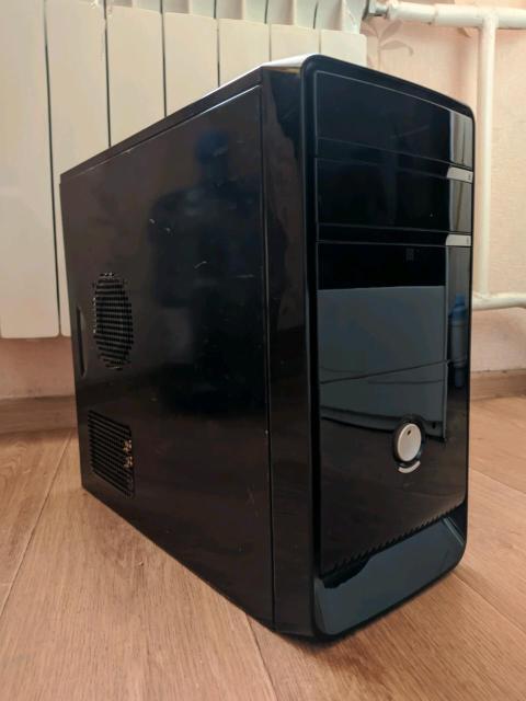 На базе двух ядерного процессора Процессор: intel core 2 duo E6500 Материнская плата: MSi G31TM-p35 Оперативная память: DDR2 3gb Жёсткий диск: Samsung 250gb Видеокарта: GeForce GT430 2gb Блок питание: Foxxcon 350w Корпус на фото Предустановлен чистый windows 7 max со всеми драйверами и обновлениями. Так же офис Возможна доставка по центру (бесплатно). В комплекте только системный блок