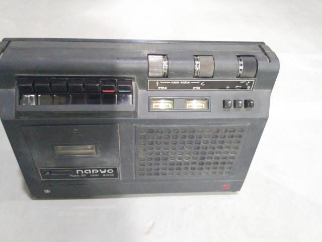 Продам кассетный магнитофон Парус - 201 - стерео на восстановление или запчасти. Нет пасиков.В основном не тронутый.