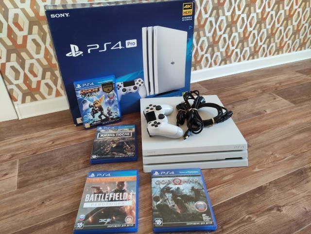 Продам PlayStation 4 Pro, 1Tb, белого цвета, 1 геймпад, в отличном состоянии, 4 игры. Торг
