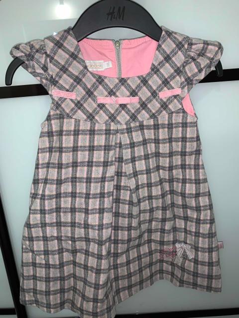 Продаю три платья. Серое с воланами и сарафан фирмы Бенеттон примерно на 2-2,5 года. Серое платье с розовым подкладок на рост 98. Б/у. Продам все три за 800₽ или по отдельности каждое 300₽. Самовывоз район Новоникольский