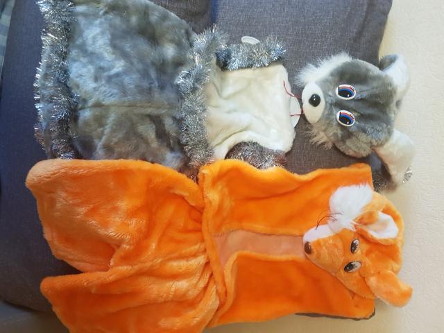 Продам зайчика с сарафаном 2-3 годика, лис 4-6 л. Все вопросы в ватсап.