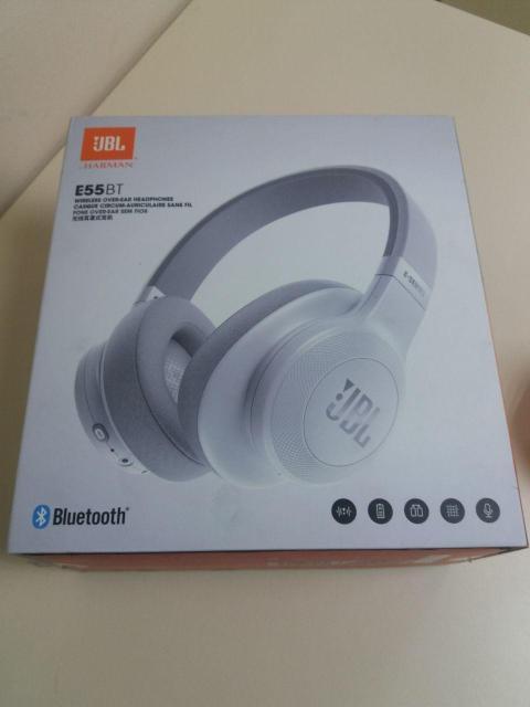 Bluetooth гарнитура JBL E55BT В коробке, состояние 9-10. полноразмерные, закрытые Bluetooth 4.0 динамические время работы 20 ч импеданс 32 Ом разъем mini jack 3.5 mm с отсоединяемым кабелем складная конструкция Цена: 3000рб Тел: 79142734411 Цифровой, Дзержинского 3.