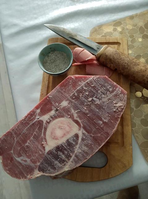 Продаю свежее мясо жеребятины, Бутэйдээх М-К аласное, распиленные Ойогос лопатка грудинка доставка от 5 кг до подъезда.