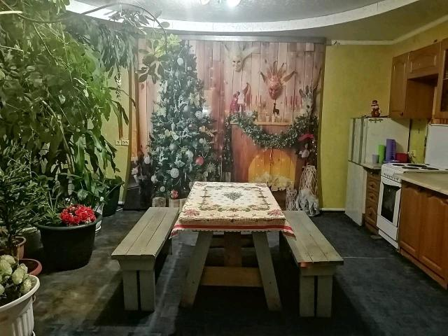 🤗Уважаемые друзья и гости Столицы!!!Сдаём посуточно частный благоустроенный дом! 1 этаж 100м2🏘️,2 спальни, кухня-столовая, большой зал,санузел. Чистый, уютный, мебелированный, живые цветы, оборудованный всем, что необходимо для празднования дня рождения🎉🎉🎉, свадьбы, для приятного отдыха парам💓, командировочным🚛 компаниям до 20 человек😜, есть мангал (решетка, шампура)🍖 беседка, музыка, светомузыка. 🎹🎶 Всегда рады видеть Вас, уютная отличная атмосфера, звонки принимаем в любое время суток 👍Именникам скидка 500руб. Предварительная запись, бронь 50% от оплаты. В случае отмены мероприятия, бронь не возвращается.  Заезд с 14,выезд на следующий день до 12. Пятница 10т,суббота 10т, воскресенье 7т  Цена указана будни до 10 человек, свыше доплата 500р с человека,выходные до 15 человек,свыше доплата 500 рублей с человека. 3 года на рынке услуг 🤗