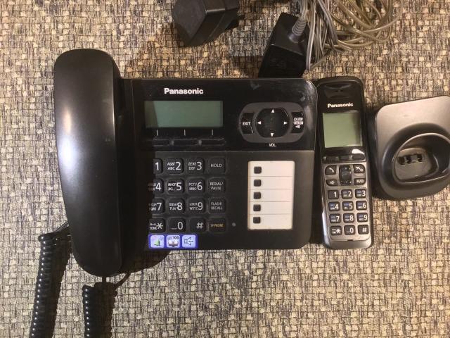 Panasonic ( базовая станция) KX-TG6451RU и дополнительная трубка в хорошем состоянии