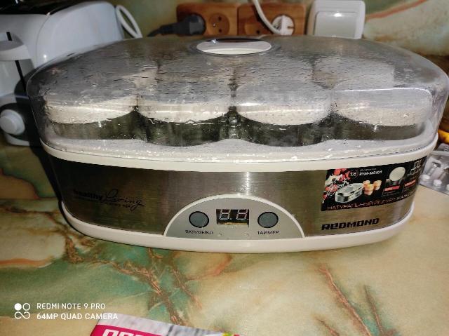 Йогуртница  redmond rym-m5401 на 8 порций, в подарок 3 закваски эвиталия, для приготовления йогурта, мороженного, сыра, тирамису, смузи, в хорошем состоянии, возможна доставка.