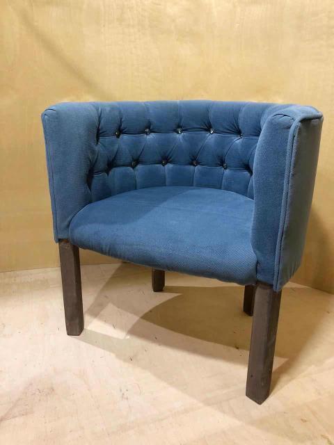 Детское кресло с каретной стяжкой. Материал ткани велюр. Доставка по городу бесплатно. Делаем мебель под заказ.