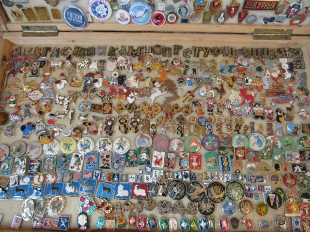 Куплю оптом значки СССР недорого в коллекцию. А также другие предметы старины недорого. Предложения с фото и цены присылайте по ватсап.