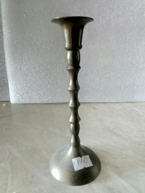 Продам одинарный подсвечник, латунь, высота 15.5 см. 20 - 50е годы. Хорошо украсит ваш интерьер, камин. Фото. Б/у. Присутствуют следы использования.
