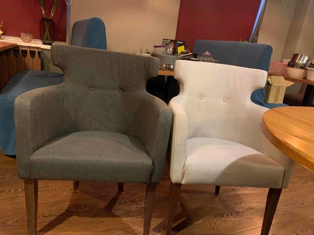 продаю кресла б/у в хорошем состоянии, приобретались для кафе, без потертостей, цена указана за одно кресло, нужна химчистка