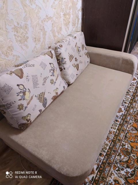 Диван-кровать с ящиком для белья, в отличном состоянии. В разложенном виде размер спального места 800* 2000. Самовывоз.