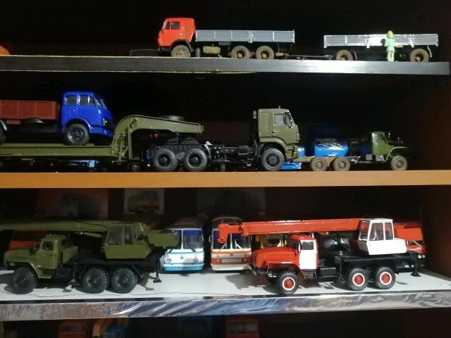 Прадаю калекционые автокраны Урал маштабная мадель кабина и рама железная крановая установка рабочия маштаб 1:43