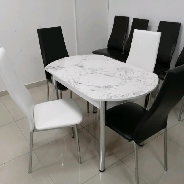 Обеденная зона (один стол и четыре стула), размер 120 /70 (в разложенном виде 150 /70). Доставка!!! Самовывоз!!!
