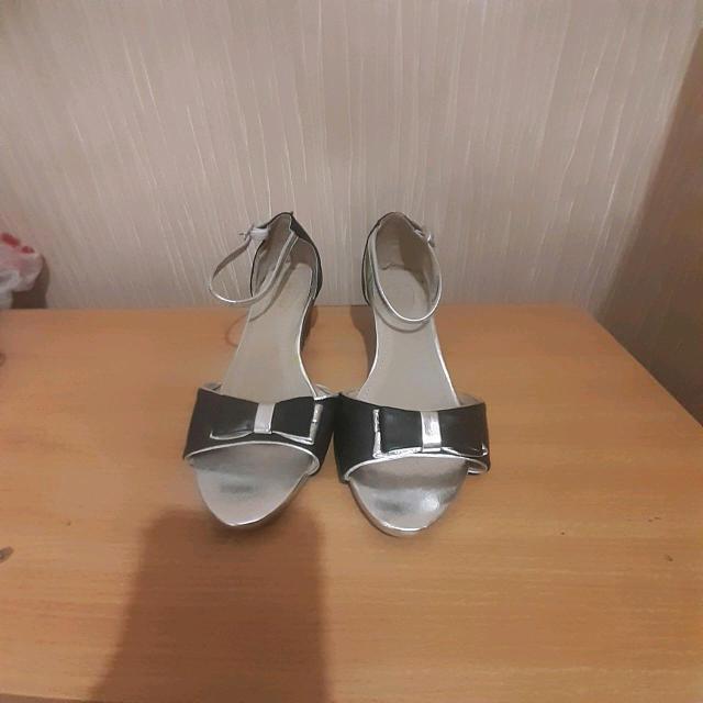 Продаю новые туфли для танца одевали только один раз на танец размер 36