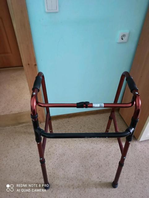 Продается ходунок складной однокнопочный в отличном состоянии. Возможна доставка по городу