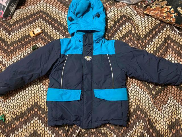 Куртка тёплая б/у на 4-5 года