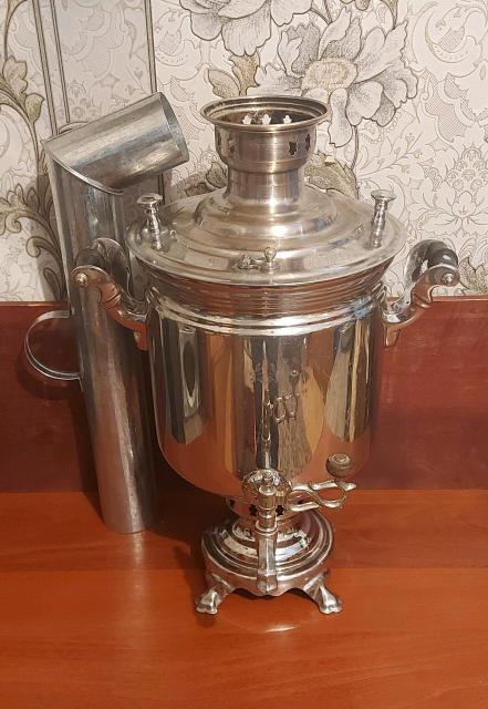 Тульский угольно дровяной самовар, июнь1955года. Объем 7 литров. В комплекте новая тяговая труба. ц.10.000р. 89659938147.