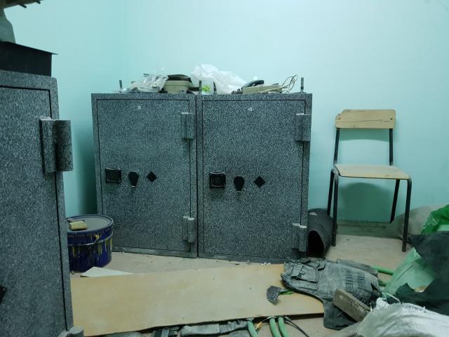 продаю  сейф за 6000 рублей самовывоз