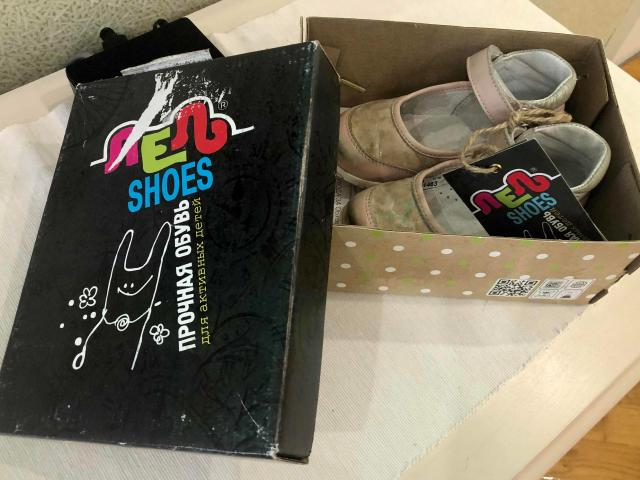 Продаю детские туфли для девочки на 2-3 года. Размер 23, российская фирма Лель, натуральная кожа, застёжка на липучке.