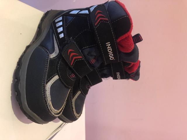 Продаю б/у мембранную обувь для мальчика, размер 28, внутри наьуральная овчина, обувь в хорошем состоянии, не скользящая подошва.
