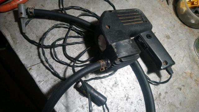 Продаю автомобильный компрессор КАТУНЬ 25л/м с фонариком.россия 2006г.в.
