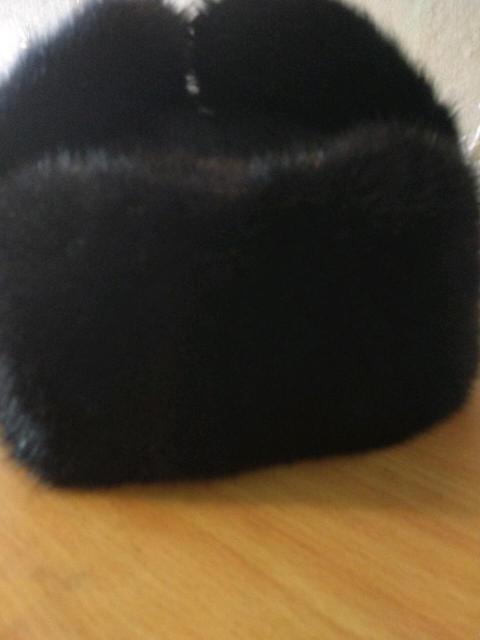 Продам недорого норковую б/у мужскую шапку. Размер 58. Цвет черный.