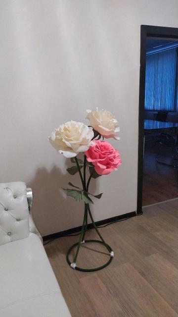 Продажа и аренда ростовых цветов, изготовление на заказ. Отличный подарок к любому празднику. Украшение интерьера.