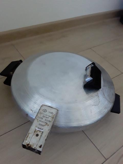 чудо-печь в хорошем рабочем состоянии. недостатки: одна ручка верхняя отломлена, штепсель подлежит замене