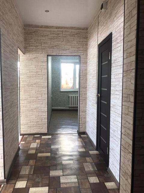 Продаётся 2-комн.кв по ул. 50 лет Советской Армии 31/7, 1980 г. п, 42.6 кв.м , 1/2. Хороший ремонт, ст/п ( окна выходят на церковь), пл/тр, с/у совмещён, на полу кафель, панели, душ.кабина, лоджия 6 метров застеклена , полы утеплены, линолеум, кухня 6 метров (плитка электрическая), входная дверь бронированная, освобождена. Всё рядом, детский сад, школа, остановки, магазины. Остановки рядом.
