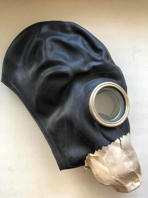 Продам противогаз без фильтра, просто как маска может для квестов и тому подобное, в наличии несколько.