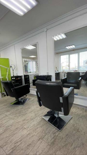 Нужен универсальный парикмахер в начинающий салон , находимся по стадухина 83/3г