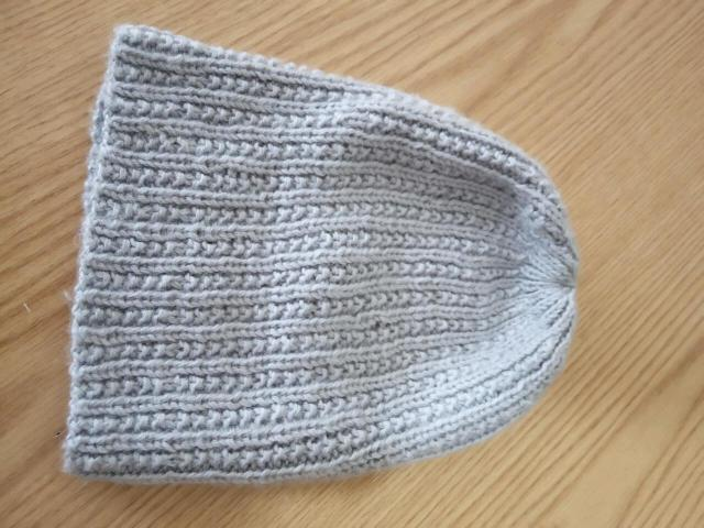 Шапка вязаная удлиненная, 57-59 размера.можно носить по разному
