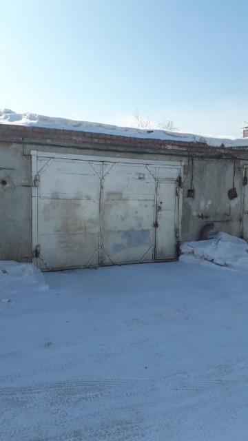 Продаю двухместный гараж 33кв.м в районе ЯКСМК кооператив дружба имеется подпол