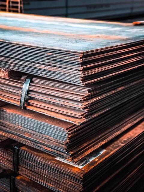 Куплю листовой металл от 3-5мм.толщину.можно б/у.мелкие куски не предлагать