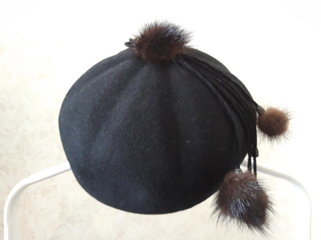 черный с украшением из норки размер 58-59