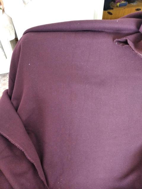 Ткань пальтовая. Цвет тёмный  фиолет. Размер 2,60х1,55 м. Цена за весь отрез.