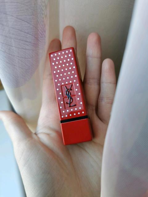 Продаю помаду YSL (Yves Saint Laurent) Rouge Pur Couture оттенок 01 красный в лимитированном флаконе. Использовала 1 раз, не подошёл цвет.