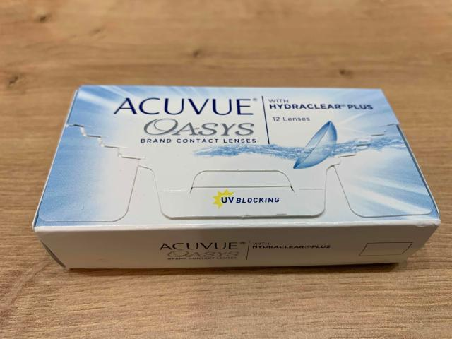 Линзы контактные Acuvue Oasys 12 шт, -3,75  Диоптрий -3,75 Кривизна 8,4 Срок ношения - замена 1 раз в 2 недели Количество 12 шт. Срок годности 01.04.2025  Двухнедельные линзы ACUVUE OASYS with Hydraclear Plus - настоящий союзник в сражении с переутомлением глаз. Эти линзы совсем не ощущаются на глазах и пропускают 100 % кислорода, позволяя глазам, в буквальном смысле этого слова, дышать. Благодаря технологии HYDRACLEAR PLUS в линзах ACUVUE OASYS содержится значительный объем специального компонента, который весь день увлажняет глаза, заботясь о стабильности слезной пленки. Ультрагладкая поверхность линз обеспечивает легкое скольжение век по поверхности глаз при моргании, предотвращая ощущение усталости. UV-фильтр защищает глаза от ультрафиолетового излучения, гарантируя зрению безопасность.