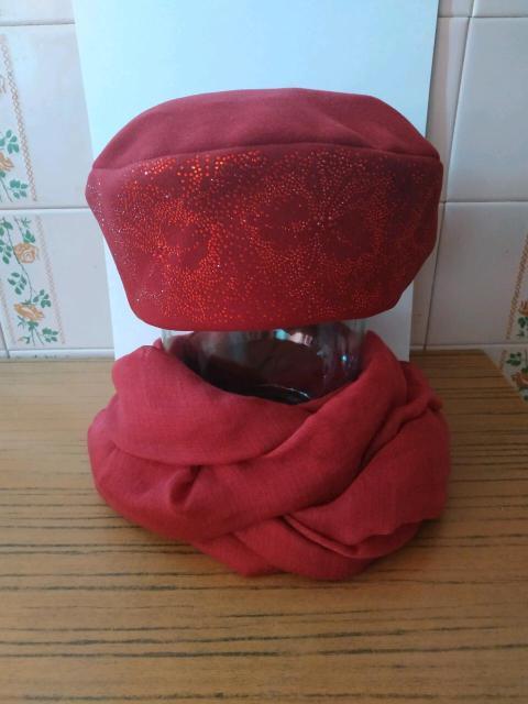 Красивый головной убор кашемир вишневый (орхидея) на флисовой подкладке. Состав сырья: 60% шерсть, 30% полиэстер, 10% кашемир. Итальянское сырье. Сделано в России. Состав сырья палантина: 100% cotton. Возможна доставка.