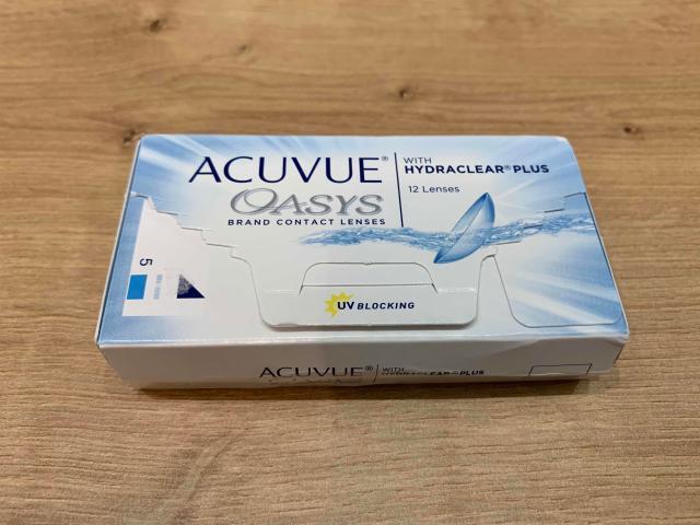 Линзы контактные Acuvue Oasys 12 шт, -3,5  Диоптрий -3,5 Кривизна 8,4 Срок ношения - замена 1 раз в 2 недели Количество 12 шт. Срок годности 01.01.2025  Двухнедельные линзы ACUVUE OASYS with Hydraclear Plus - настоящий союзник в сражении с переутомлением глаз. Эти линзы совсем не ощущаются на глазах и пропускают 100 % кислорода, позволяя глазам, в буквальном смысле этого слова, дышать. Благодаря технологии HYDRACLEAR PLUS в линзах ACUVUE OASYS содержится значительный объем специального компонента, который весь день увлажняет глаза, заботясь о стабильности слезной пленки. Ультрагладкая поверхность линз обеспечивает легкое скольжение век по поверхности глаз при моргании, предотвращая ощущение усталости. UV-фильтр защищает глаза от ультрафиолетового излучения, гарантируя зрению безопасность.