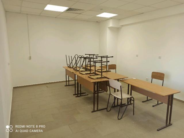 Продаю нежилое помещение (2 кабинета) общая площадь 33,7 кв.м. по адресу ул. Чиряева 5. (1 этаж). Вход со двора.