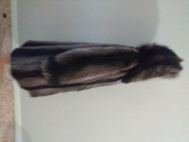 Шуба енотовая 44-48 размер. Состояние хорошее, потертостей нет.