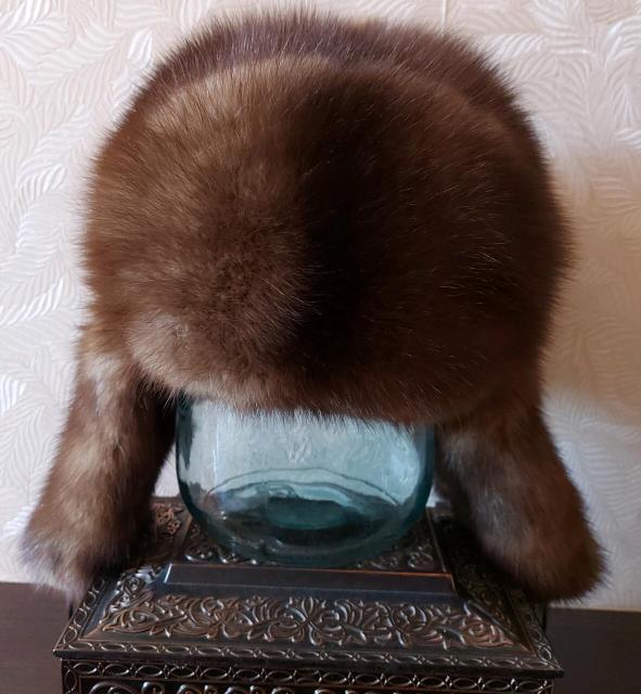 В связи с отъездом продаю шапки в отличном состоянии: из соболя  по 5000, из норки 3000 -1500 рублей
