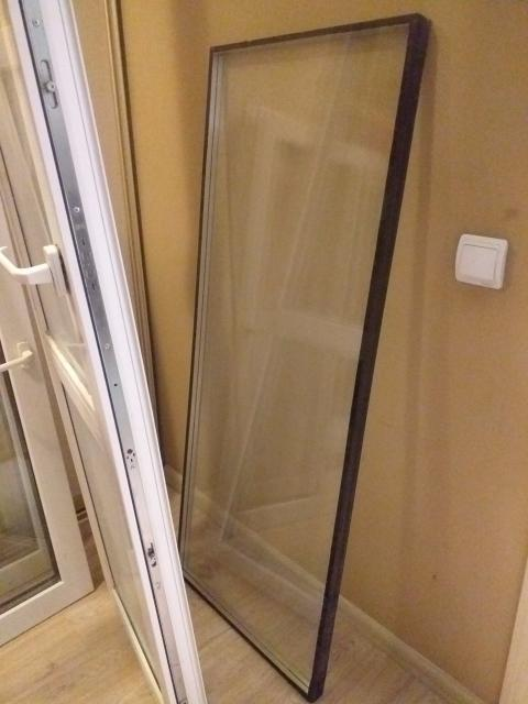 продаю окно (2шт.), стекло, дверь /балкон.Каждое изделие можно по-отдельности. Имеется рама окна и балконной двери. Ватсап. стекло -1.500, окно-1500,дверь-1500. Одно окно/стекло трещина-750р.